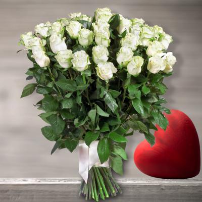 זר ורדים לבנים